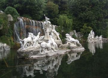 1280px-Parco_Reggia_di_Caserta_foto_16