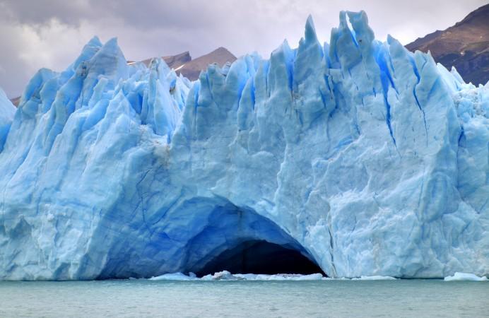 153_-_Glacier_Perito_Moreno_-_Grotte_glaciaire_-_Janvier_2010