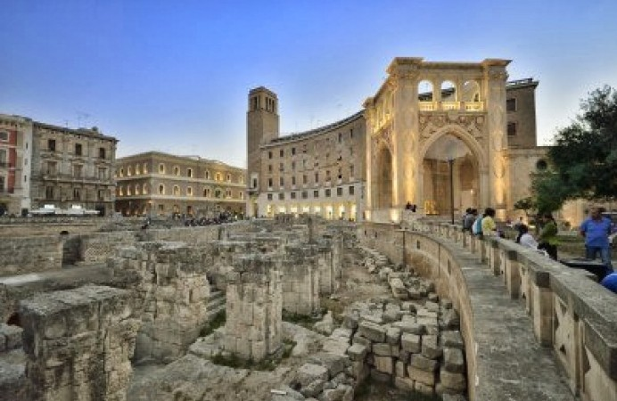 15419637-lecce--the-amphitheater-next-to-piazza-sant-oronzo
