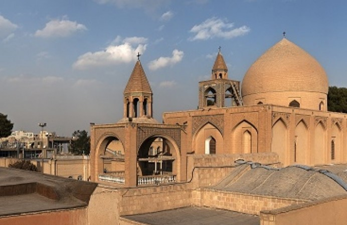 20110106_Vank_Cathedral_Isfahan_Iran_Panoramic_View-800x600