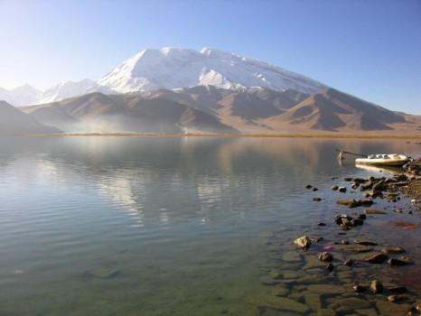 800px-Karakul-muztagh-ata-d12