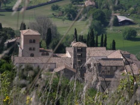 Abbazia_di_Farfa_Rieti_Italy_outlook_from_monte_Acuziano1-800x600