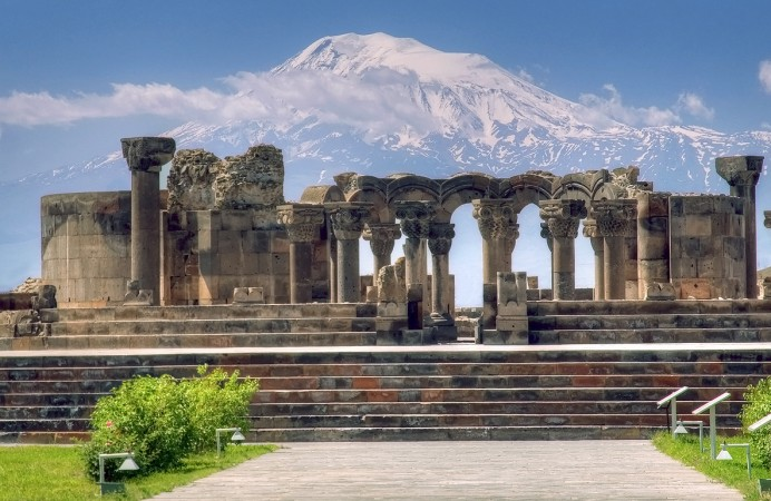 Armenia-zvartnots-cathedral-and-ararat