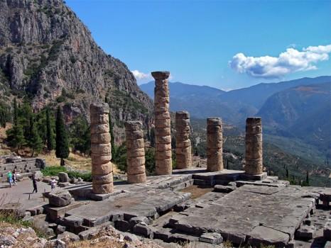 atene-escursioni-delfi-tempio-di-apollo-466x350