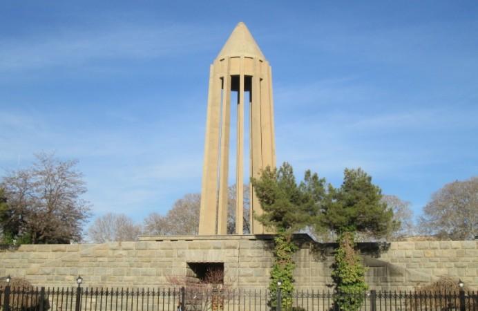 Avicenna_Mausoleum__Museum_Hamadan_IMG_2967_