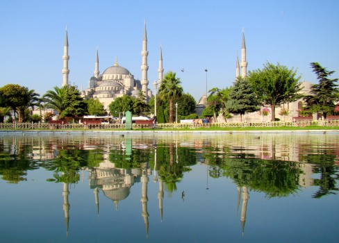 Blue_Mosque_Istanbul_Mirrored