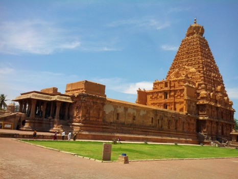 Brihadeshwara_Temple,_Thanjavur,_Tamil_Nadu,_India