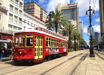 canal_streetcar_in_new_orleans__louisiana__usa-0-0