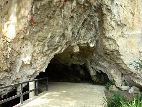cueva-de-tito-bustillo2