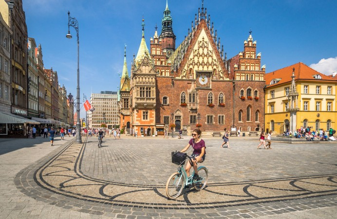 cycling-past-the-town-hall-wroclaw-l