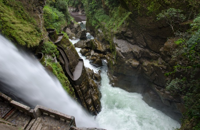 Ecuador-Pailon-Del-Diablo-Waterfall