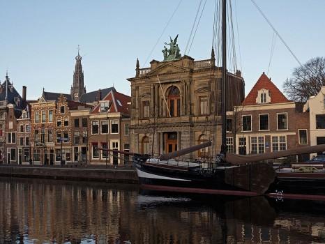 haarlem_het_teylermuseum_rm315441_en_de_sint_bavokerk_rm19264_vanaf_de_korte_spaarne_foto4_2015-01-04_10-05