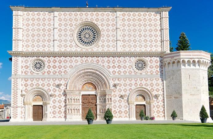 L_Aquila-Basilica-di-Santa-Maria-di-Collemaggio