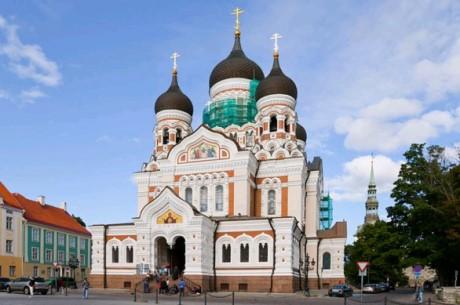 la-cattedrale-alexander-nevsky-a-tallin-586x389
