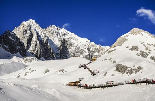 monte-di-neve-del-dragone-di-giada
