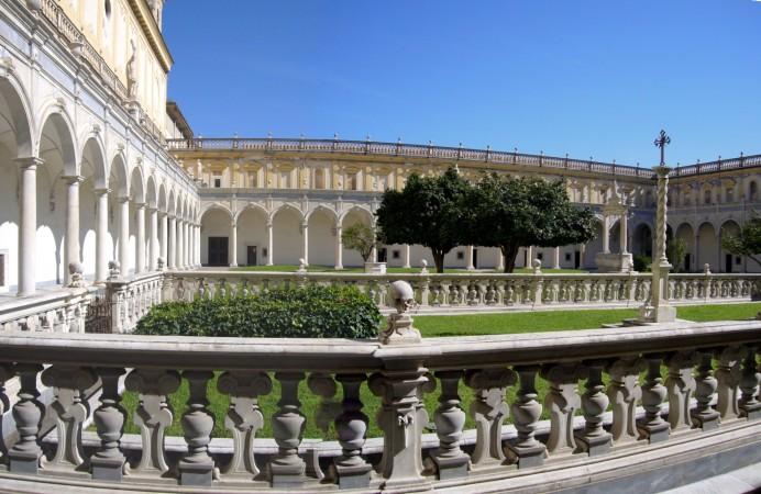 Napoli_s_Martino_chiostro_grande_cimitero_dei_monaci_1050065-6