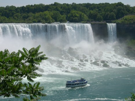 Niagara_falls_maid_of_the_mist