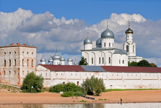 novgorod_-_view_on_yuriev_monastery_from_volkhov_02