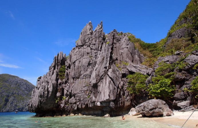 Philippines-El-Nido-Matinloc-Ryan-snorkeling-2R