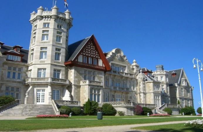 spain-cantabria-magdalena-palace-in-santander