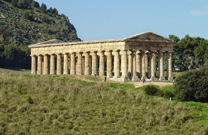 Segesta,_Tempio_greco_(2)