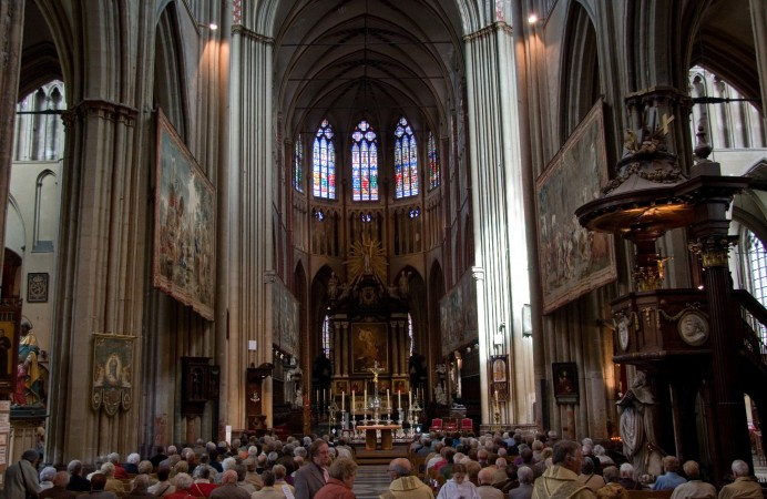 Sint-Salvatorskathedraal_Inside_2_(Brugge)