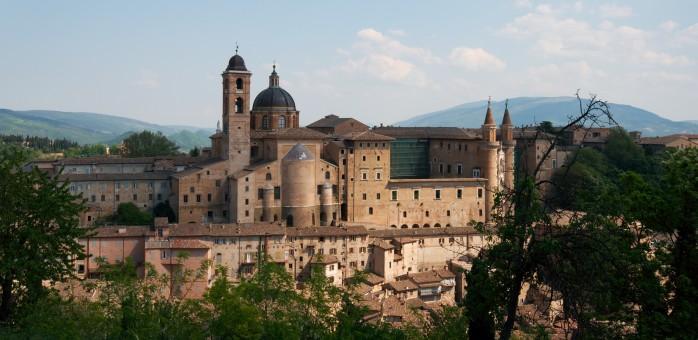 Urbino-palazzo_e_borgo