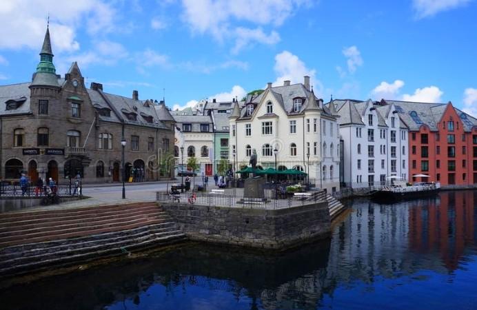 alesund-norvegia-74127443