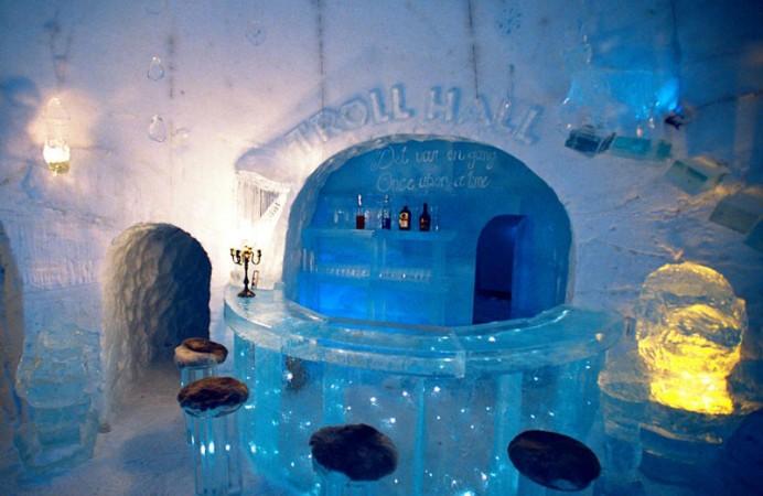 alta-igloo-hotel-bar-norway