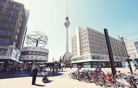 berlin-alexanderplatz-germany-the-city-of-berlin-the-square-people