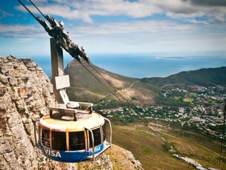 cable-car-along-table-mountain-cape-town