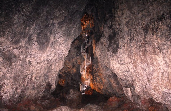 caves-in-iceland-2