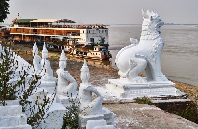 Myanmar, Irrawaddy, Ayeyarwady River, Mandalay, Mingun, Paukan 2007 boat