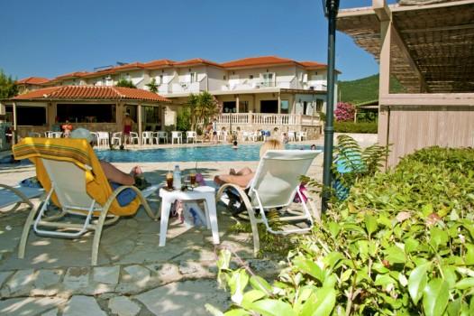 hotel-elina-karavostasi007
