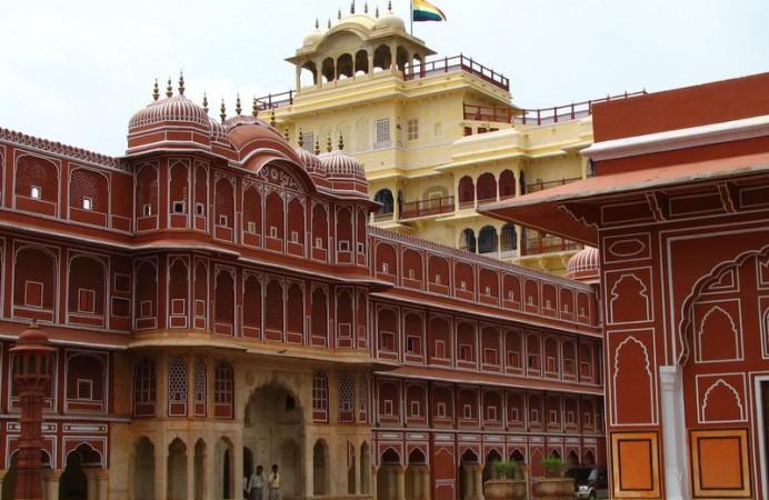 india-jaipur-011-jaipur-palace_2457946_m