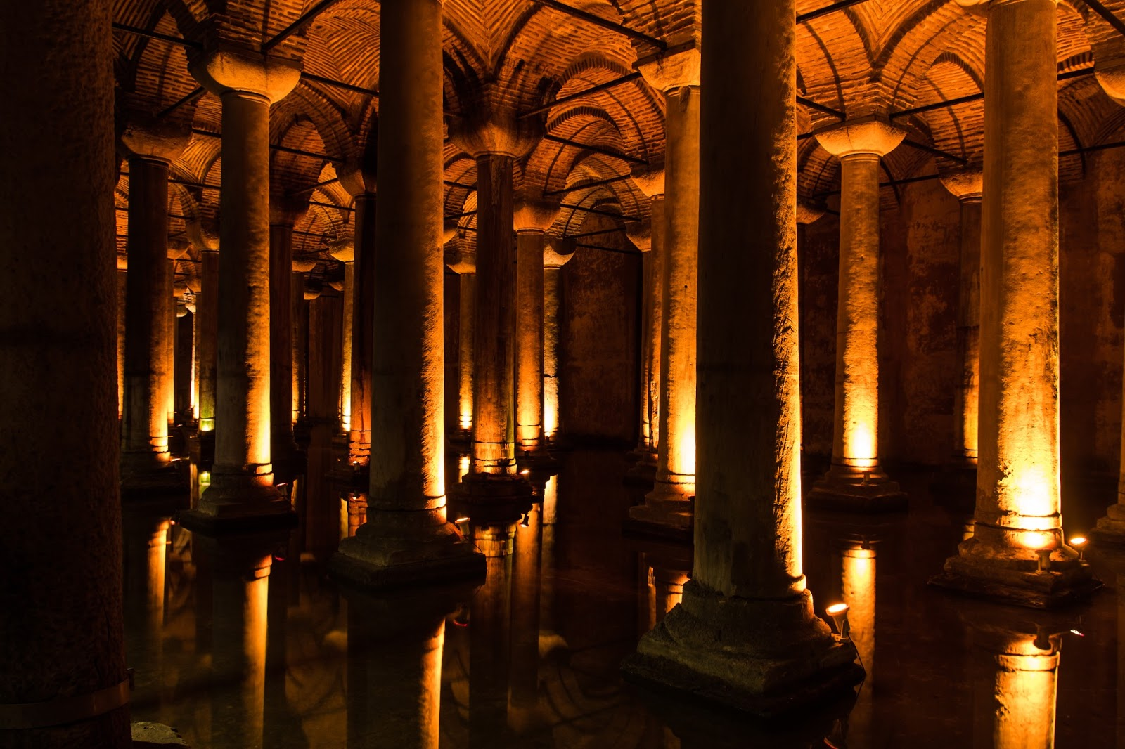 la cisterna muslim Se describe como un vaso o cisterna de bronce, cuyo borde era semejante al de una copa y a la hoja de una  muslim and christian perpectives on the temple mount.