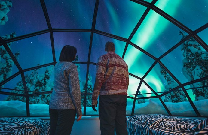 kakslauttanen_glass_igloo_inside_northern_lights_1366x7681