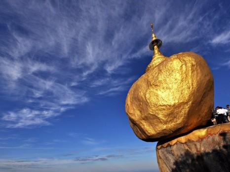l_birmania-la-roccia-doro-che-non-cade-per-un-pelo