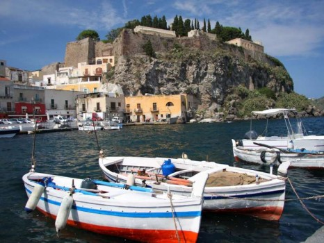 lipari_port_boats