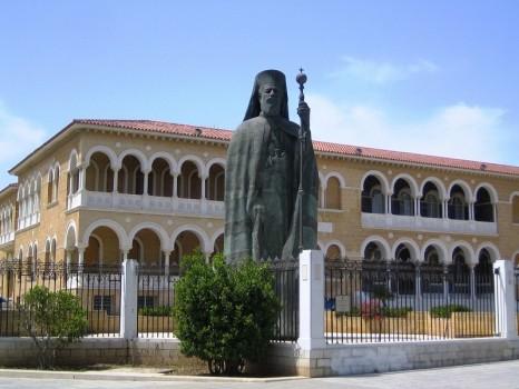 makarios-statue-in-nicosia-cyprus.jpg.b55dcb5aa79bcc93bff402fdae07e40a
