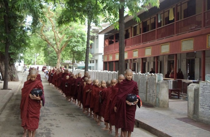 myanmar-package-tour_highlights-of-myanmar-d-3-mahagandayon-monastery