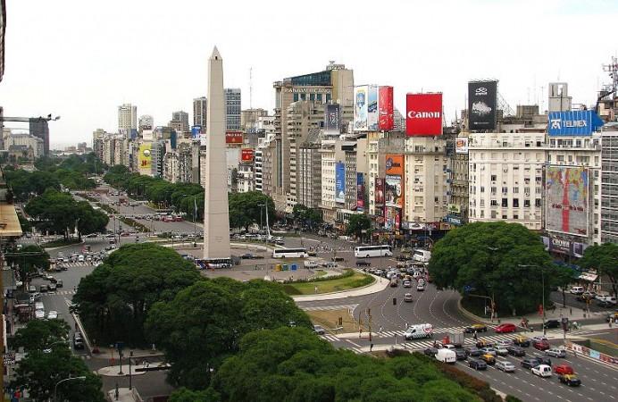 plaza-de-la-republica-y-obelisco-de-buenos-aires-argentina