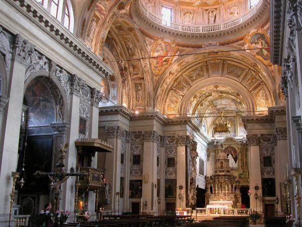 presbiterio-illuminato-in-s-nicola-da-tolentino