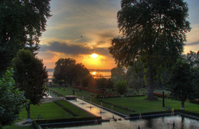 sri _032_-_sunset_at_Nishat_Bagh_Mughal_Gardens_HDR