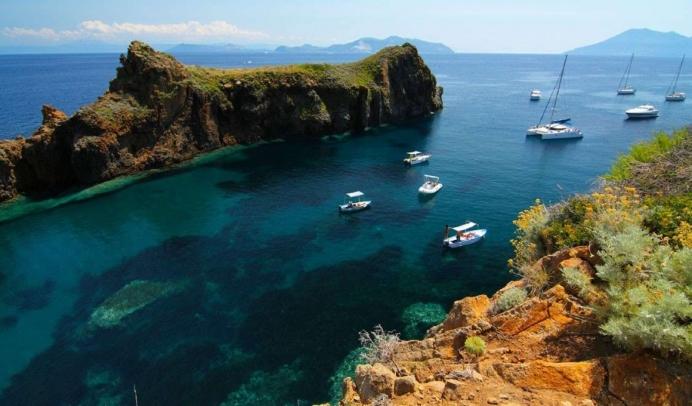 vacanze-in-barca-a-vela-a-panarea-arcipelago-isole-eolie_xl