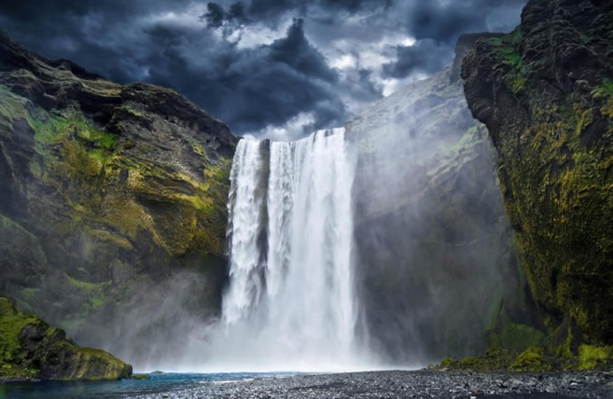 waterfall-in-iceland-s-skogafoss-876x575